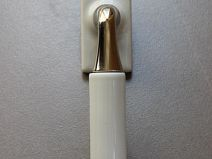 CREMONE CONTEMPORAINE Blanc Brillant sur platine carrée